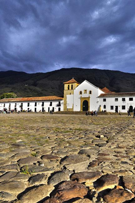 Catedral principal en la plaza central de Villa de Leyva