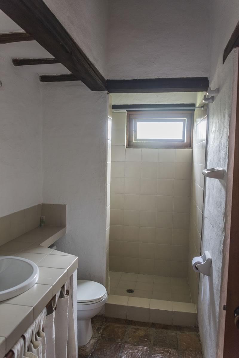 Alquilar Casa Flores en Villa de Leyva - Baño compartido habitación 2 y 3