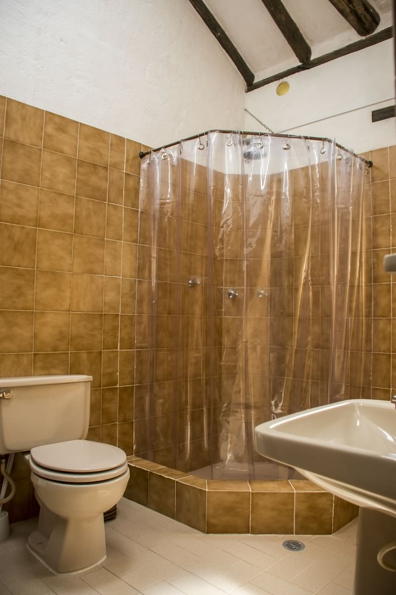 Alquilar finca La Toscana en Villa de Leyva - Baño compartido habitaciones 1 y 2