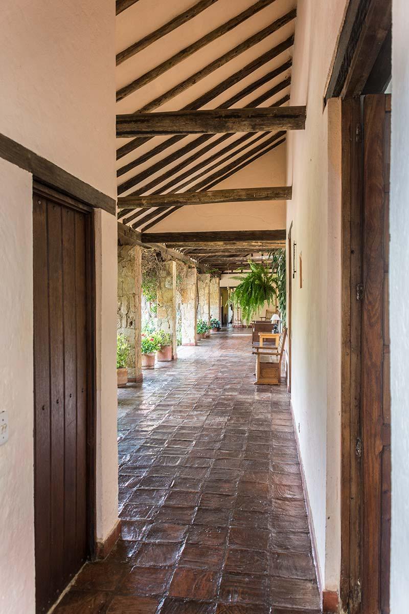 Alquilar finca La Toscana en Villa de Leyva - Pasillo habitaciones
