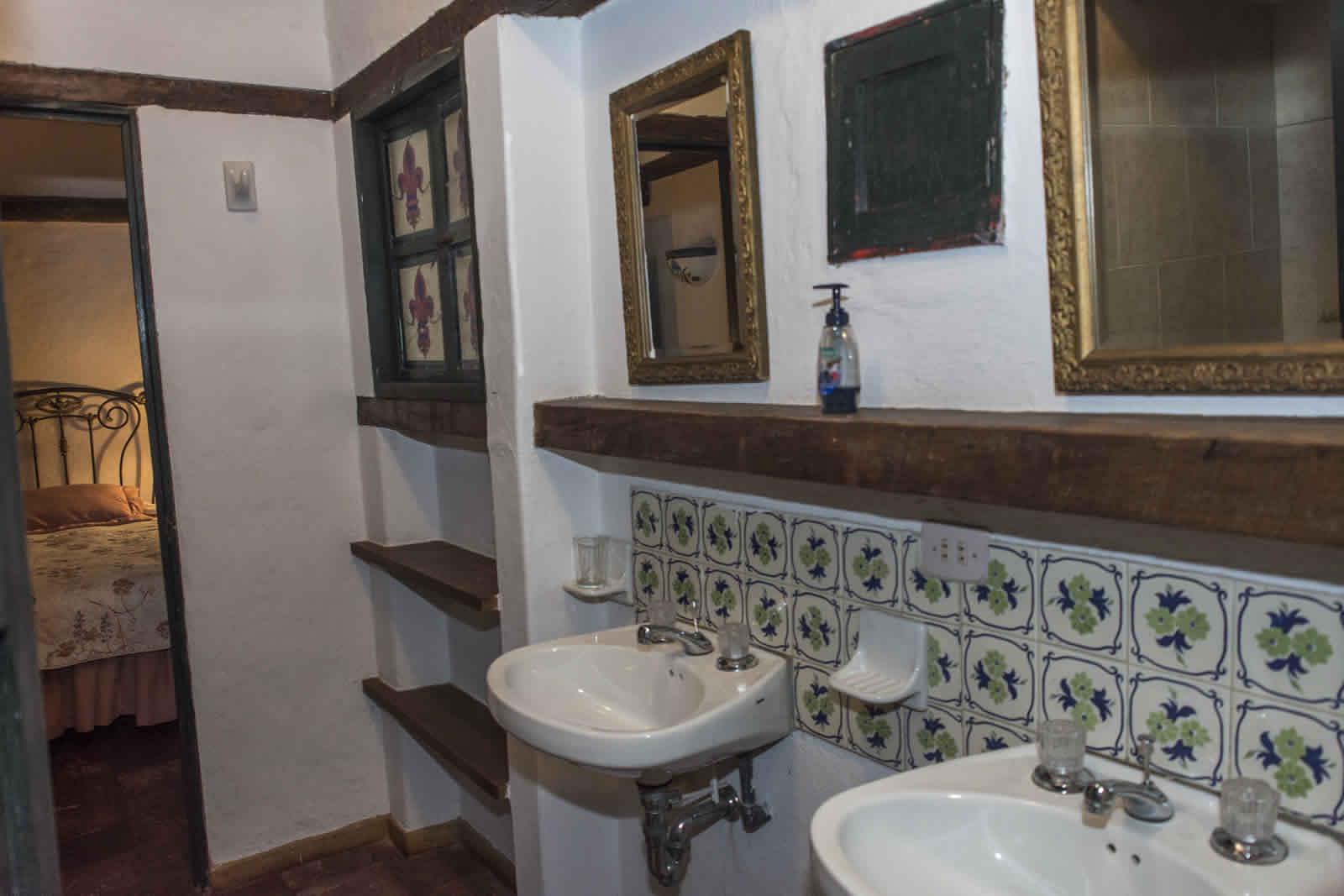 Baño compartido habitación 1 y 2 casa oasis para alquiler en Villa de Leyva