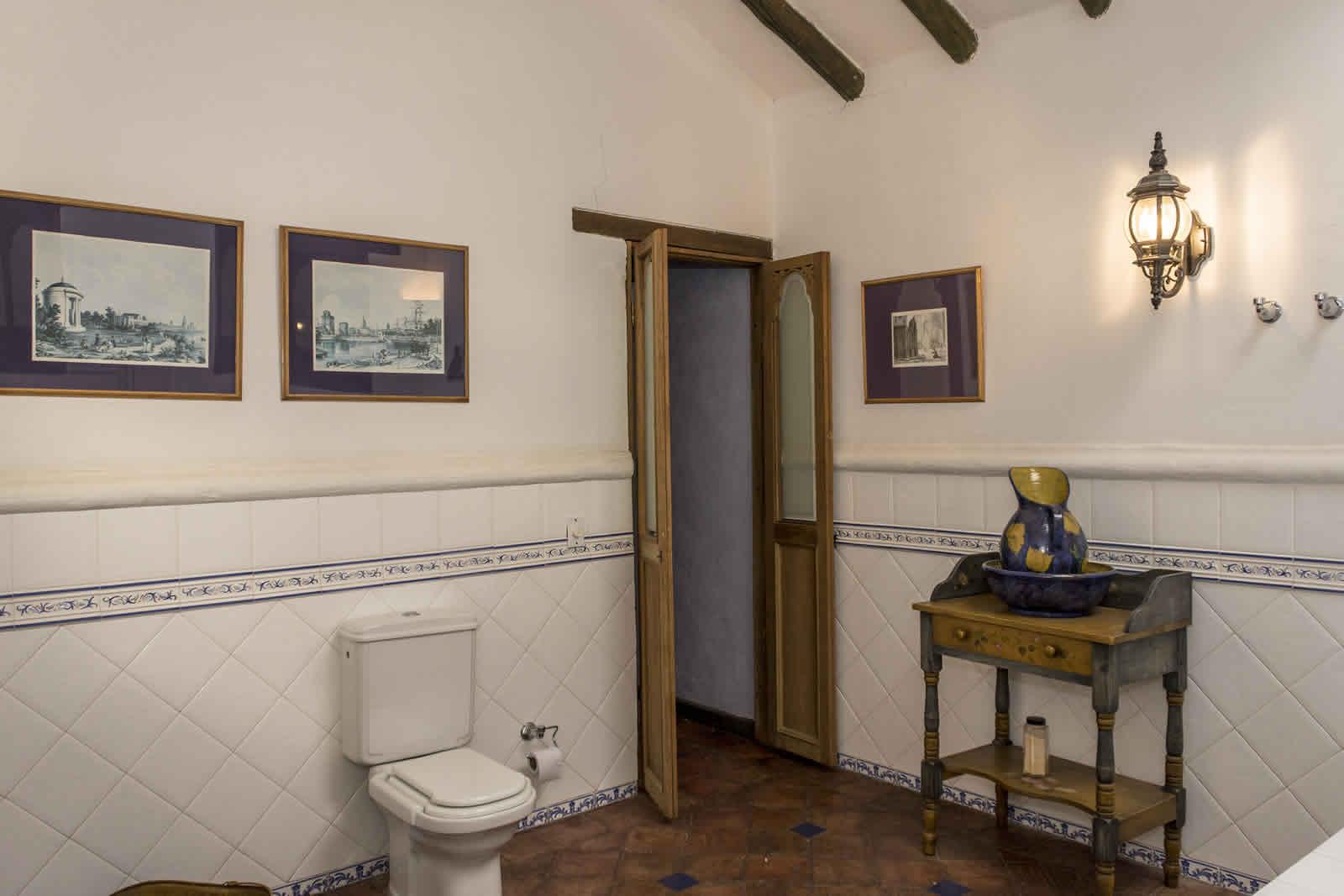 Baño habitación principal casa oasis para alquiler en Villa de Leyva