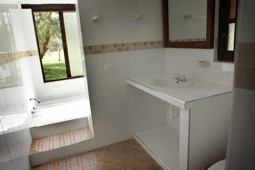 Baño casa vieja en Villa de leyva