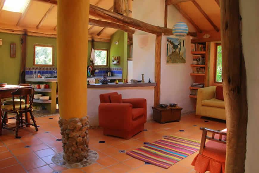 Sala y cocina casa la colorada en Villa de Leyva