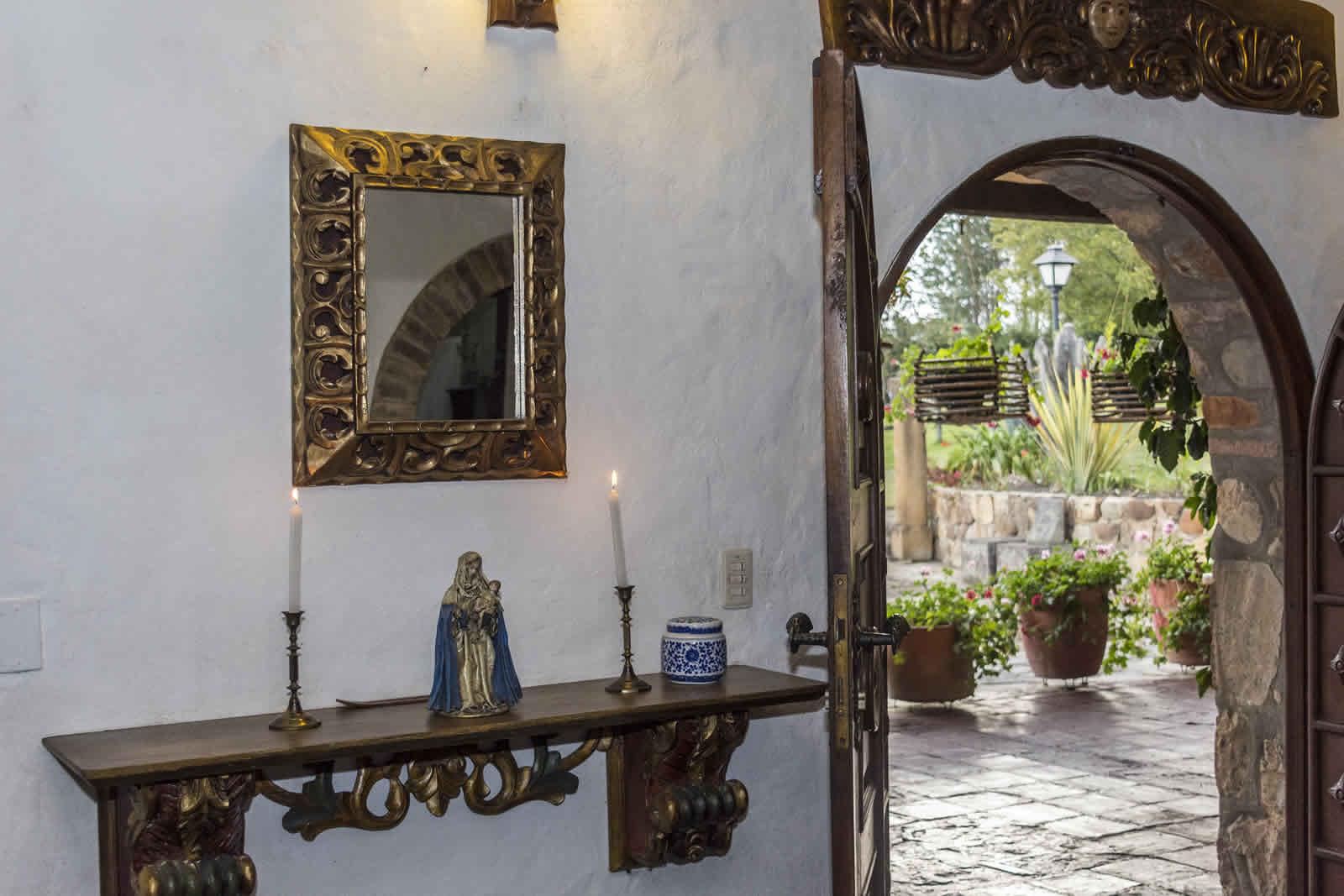 Puerta de entrada casa El Pino en Villa de Leyva
