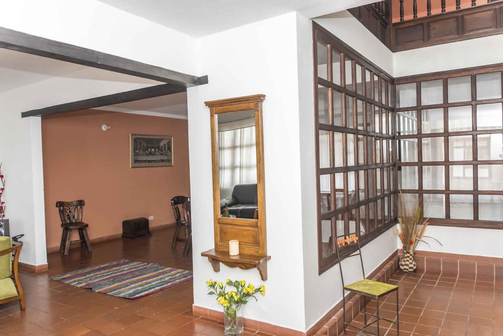 Entrada casa rosa Villa de Leyva