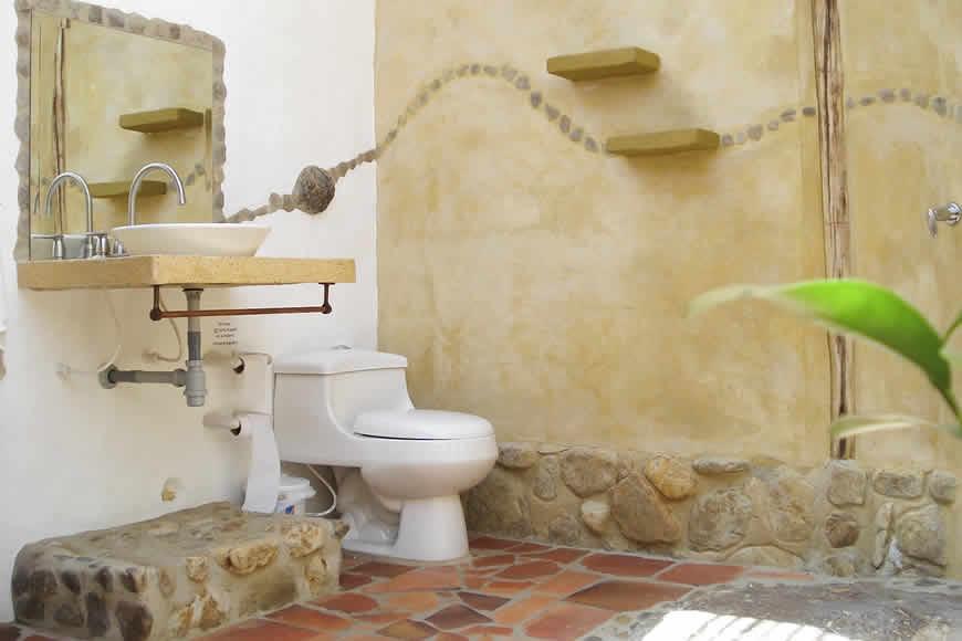 Baño exterior casa San Juan de Luz 1 en Villa de Leyva