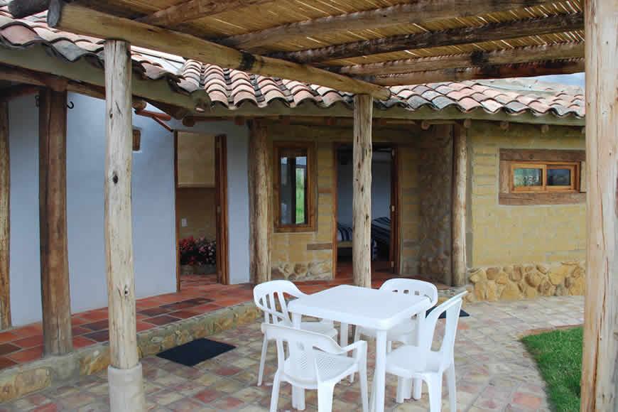 Comedor exterior casa San Juan de Luz 1 en Villa de Leyva