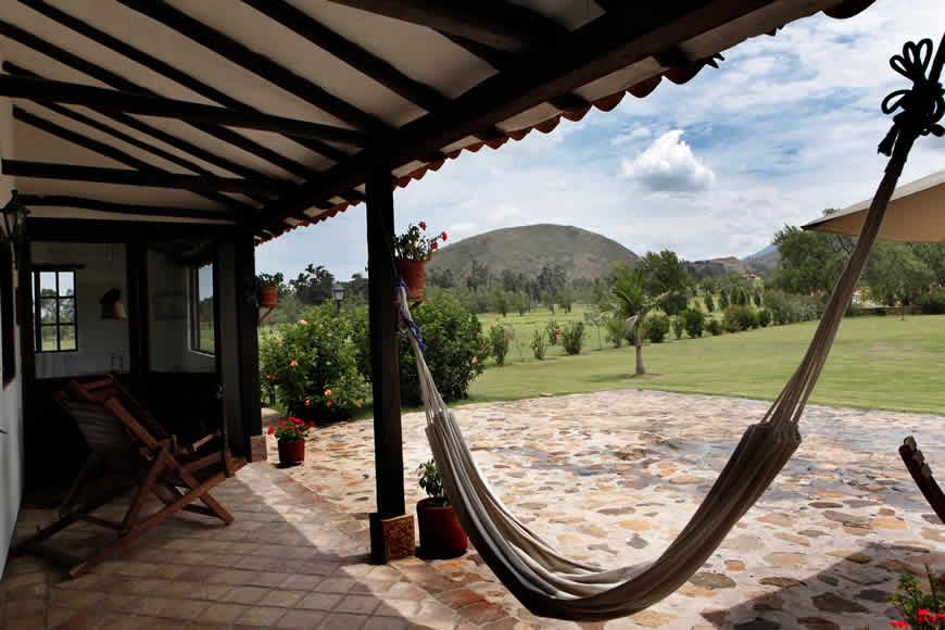 Zona de hamacas casa del río Villa de Leyva