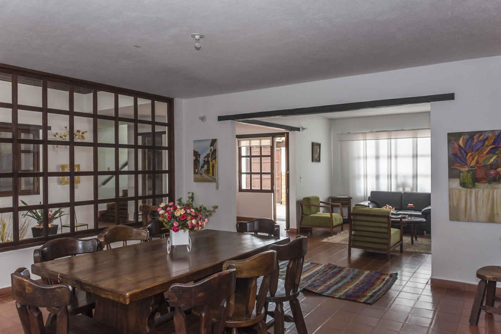 Sala comedor casa rosa Villa de Leyva