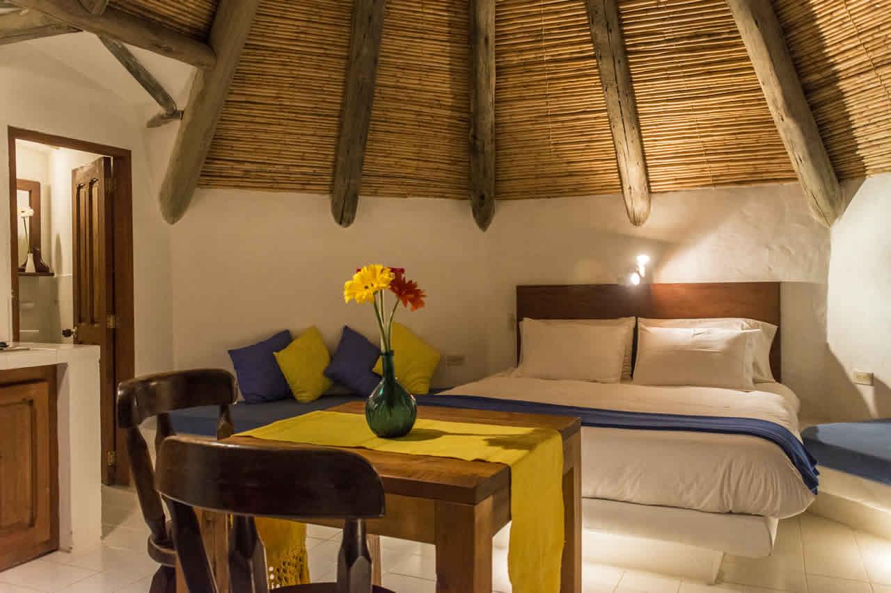 Suites Maloka agua en Villa de Leyva - Comedor y cama