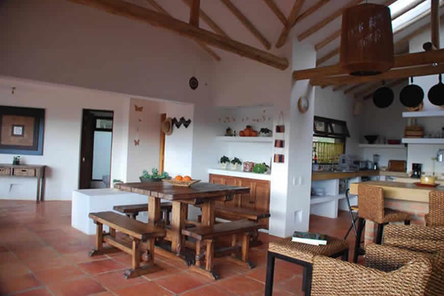 Comedor casa del viento en Villa de Leyva