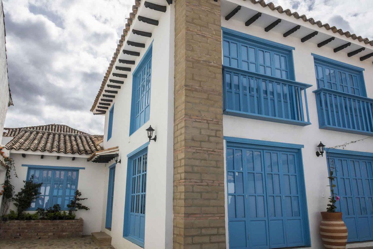 Fachada Casa Azul para alquiler en Villa de Leyva-fachada