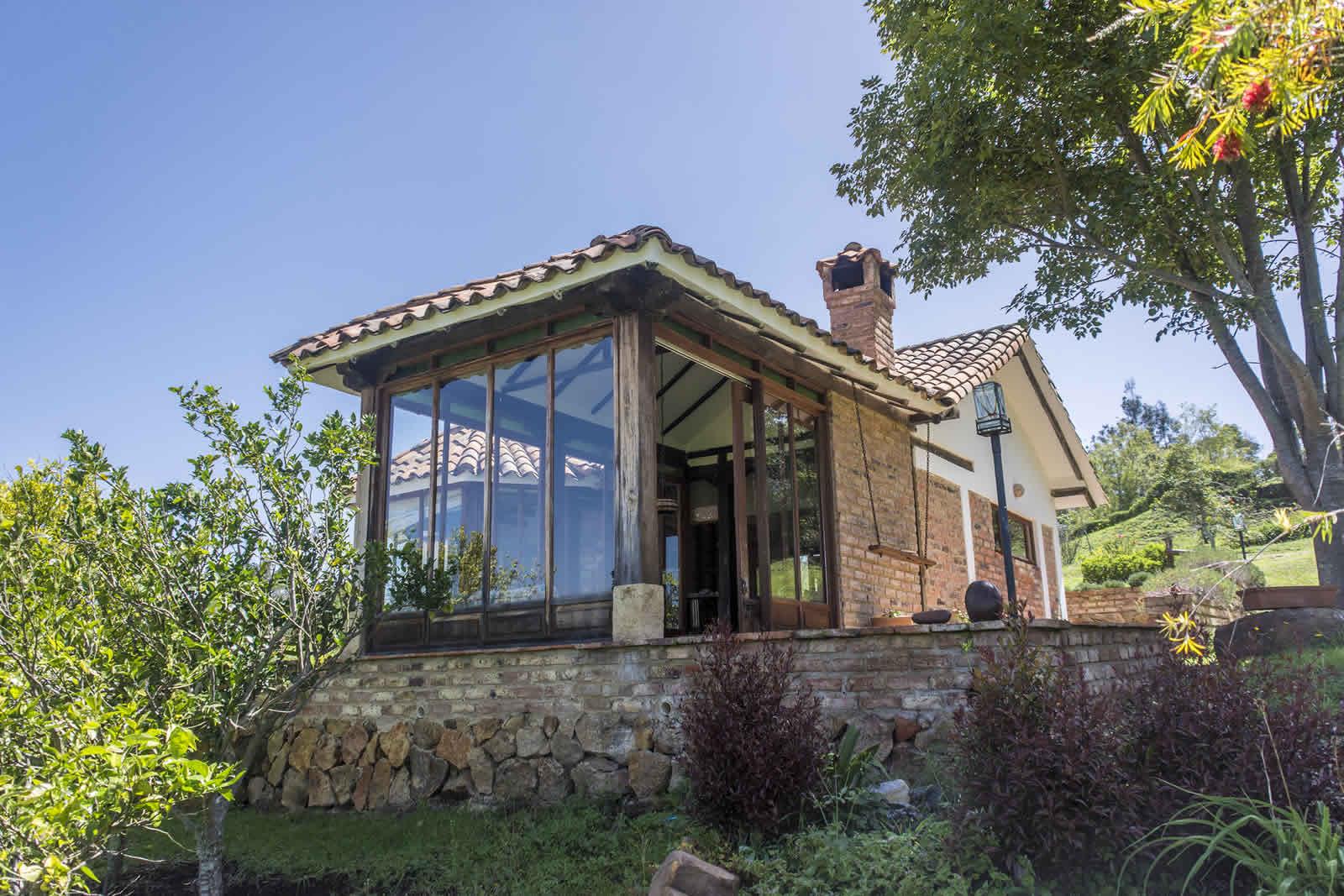 Fachada cabana ghivizzano en villa de leya