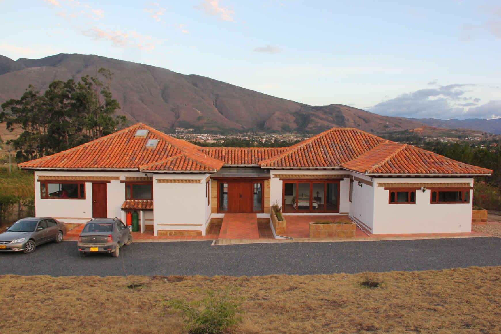 fachada con vista de la casa ecatepec en Villa de Leyva