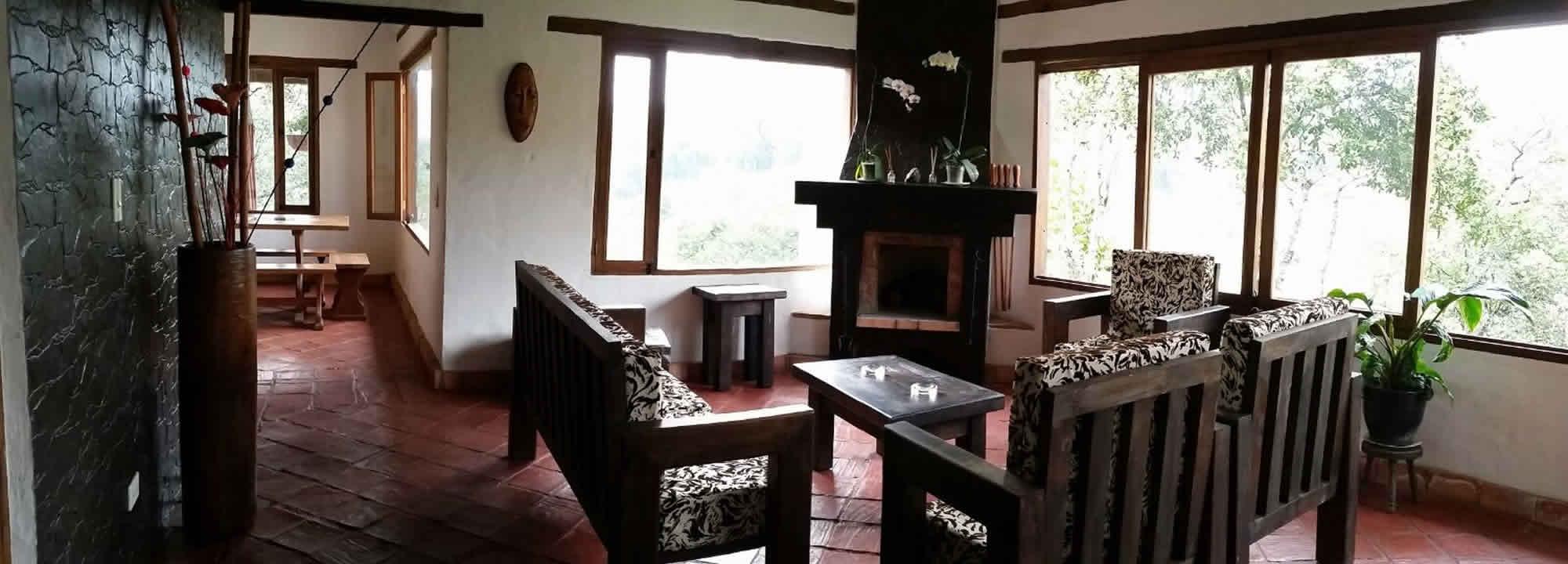 Sala y comedor casa El Paraíso en Villa de Leyva