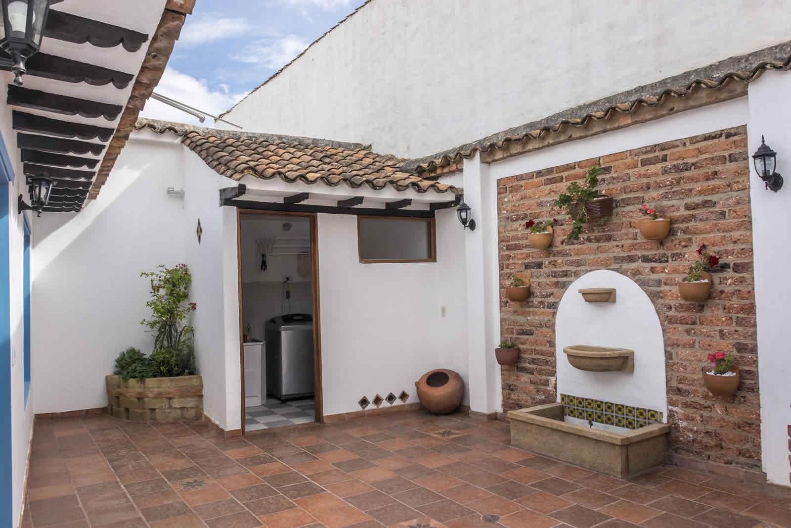 Alquiler Casa Azul en Villa de Leyva patio