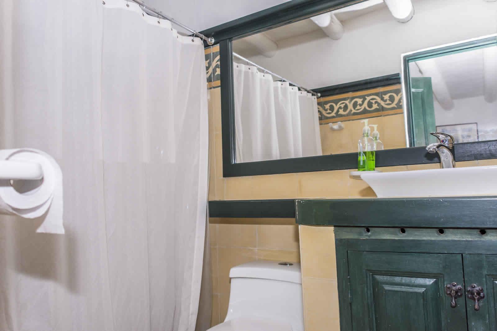 Alquiler casa Tulato Villa de Leyva baño habitación principal