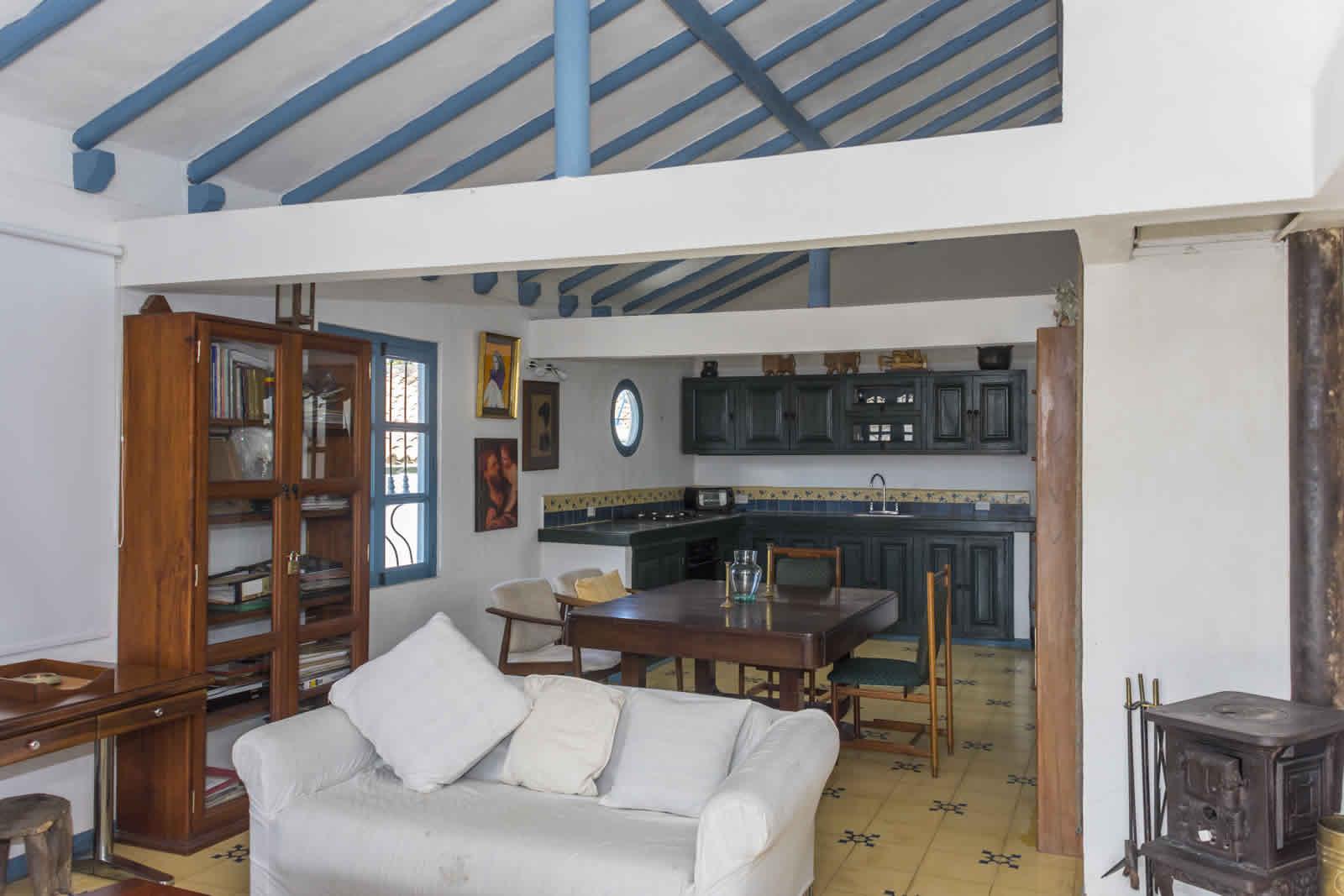 Alquiler casa Tulato Villa de Leyva sala comedor y cocina