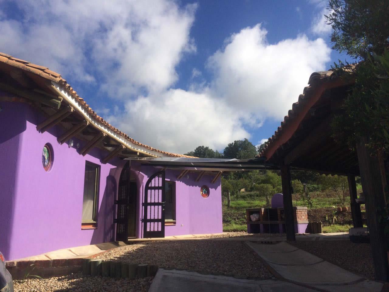 alqAlquiler casa Jishana Villa de Leyva - Paso de habitaciones al área social
