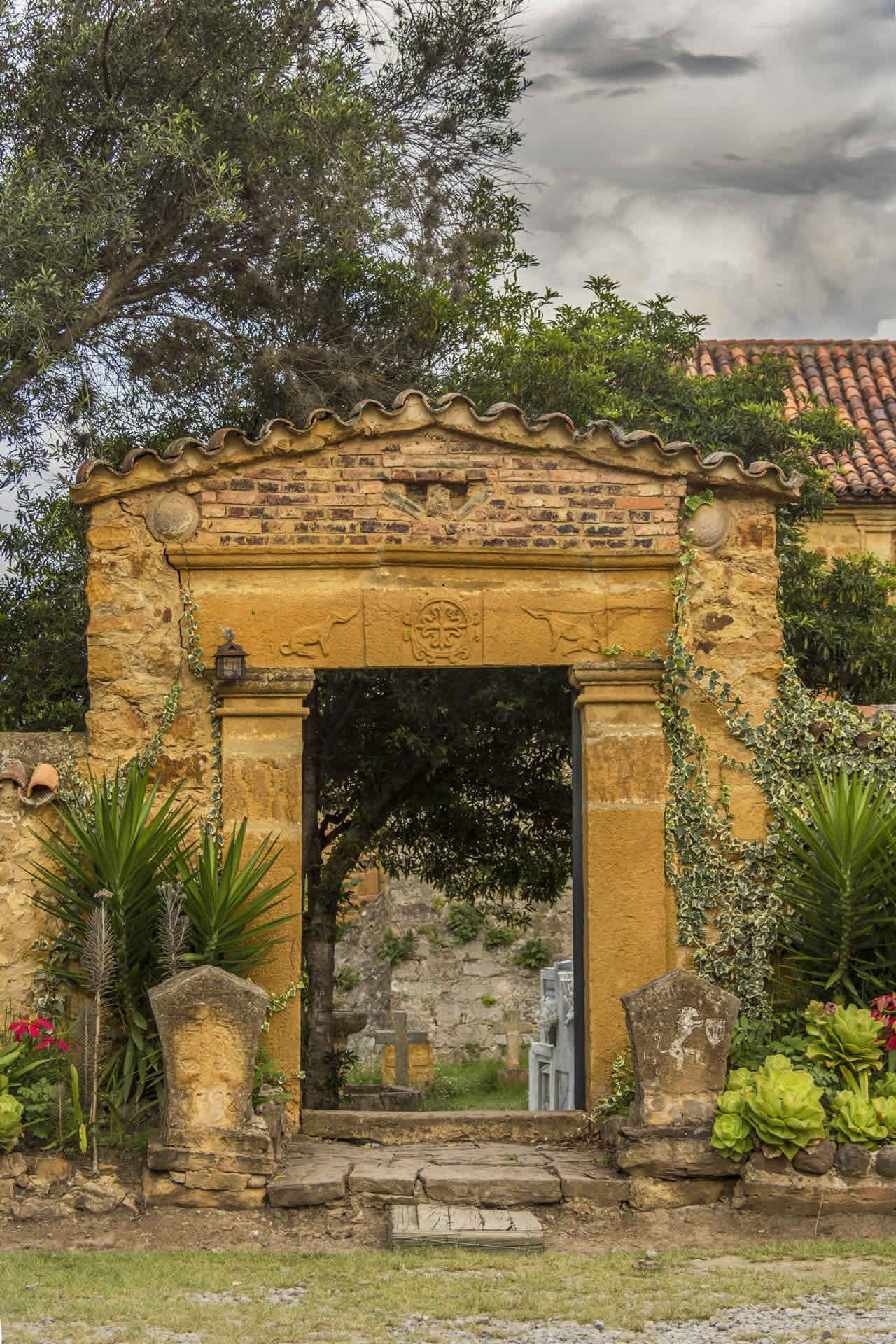 Entrada al cementerio del convento Santo Ecce-Homo de Villa de Leyva