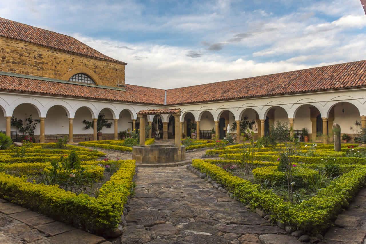 Patio central del convento Santo Ecce-Homo de Villa de Leyva